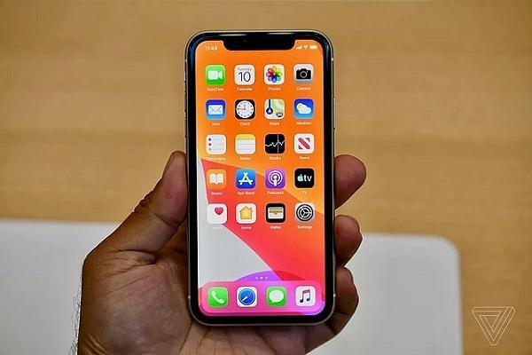Màn hình iPhone 11 vẫn sử dụng thiết kế tai thỏ