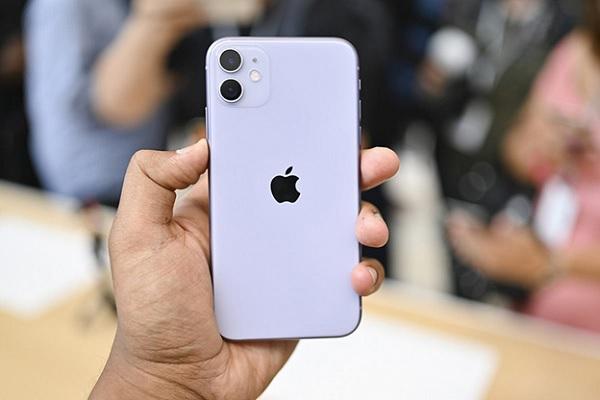 iPhone 11 được trang bị cụm camera kép 12MP