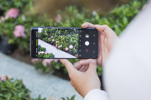 Ngắm dòng xe tấp nập dưới ống kính Super Slomo trên Galaxy S9 có gì khác với bình thường?