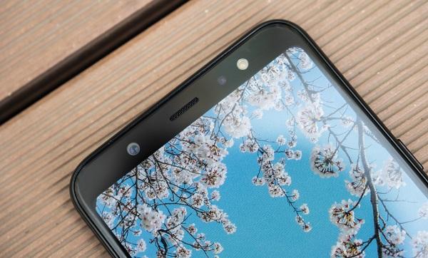 Trên tay Galaxy A6+: Siêu phẩm tầm trung trang bị camera kép, màn hình tràn viền, pin lớn