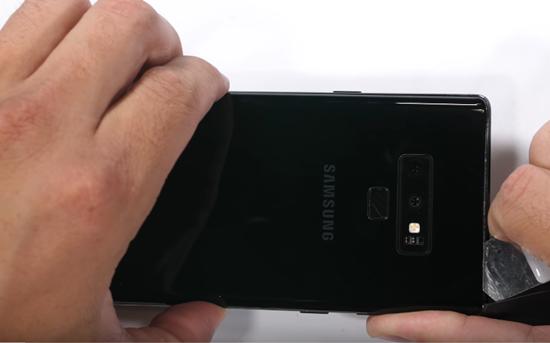 Vừa mới mở bán nhưng đã có cách thay nắp lưng Galaxy Note 9
