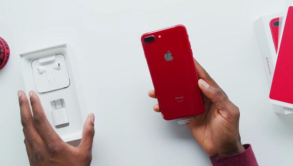 Đã mắt với hình ảnh trên tay iPhone 8/8 Plus đỏ