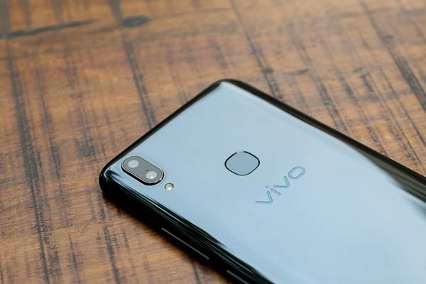 """Đánh giá thiết kế Vivo V9: """"Đứa con lai"""" hoàn hảo trong phân khúc tầm trung"""