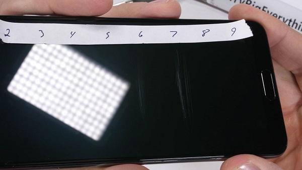 Thử nghiệm Huawei P20 Pro với dao và lửa