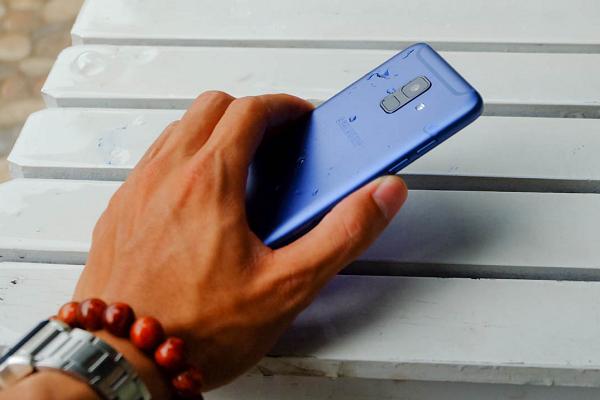 Trên tay Galaxy A6: nhỏ gọn, thiết kế tràn viền, đẹp ấn tượng