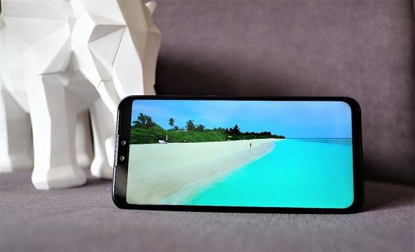 Máy có 1 thiết kế khá giống chiếc smartphone Nova 3i