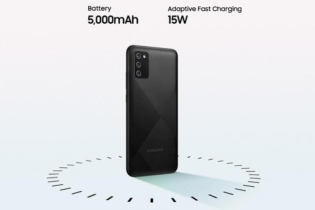 Galaxy A02s sử dụng viên pin 5.000 mAh, hỗ trợ sạc nhanh 15W qua cổng kết nối USB-C