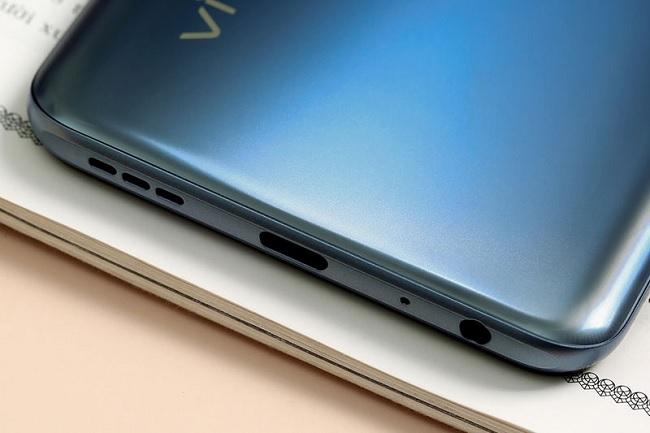 Vivo Y51 2020 được trang bị cổng sạc USB Type-C