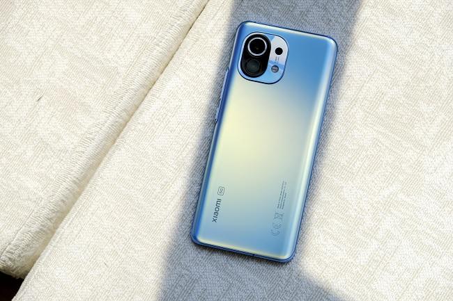 Xiaomi Mi 11 5G sở hữu thiết kế ấn tượng